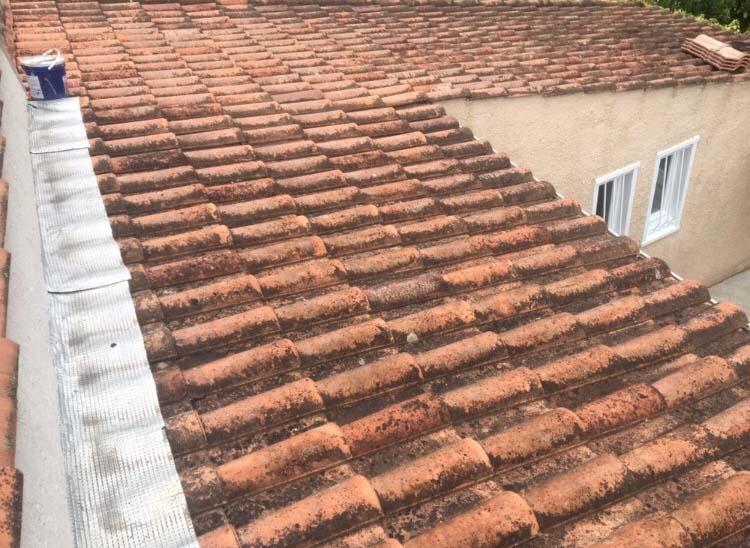 Nettoyage de toiture près d'Aix en provence