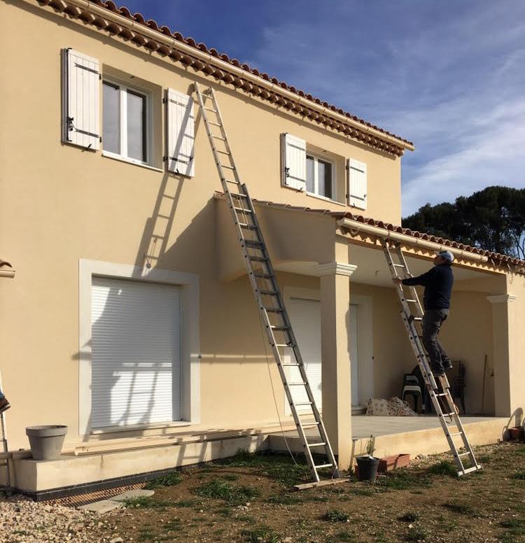 Nettoyage de gouttière près d'Aix en Provence par SOS rénovation